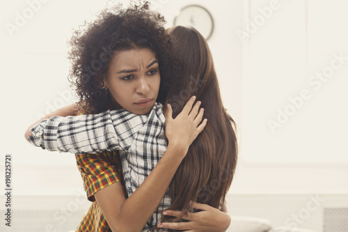 Photo  Woman hugging her depressed friend at home