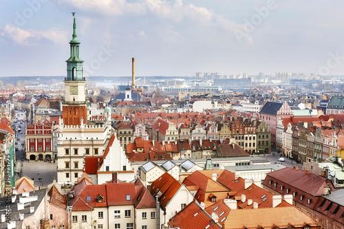 widok-z-lotu-ptaka-na-poznanskie-stare-miasto-polska