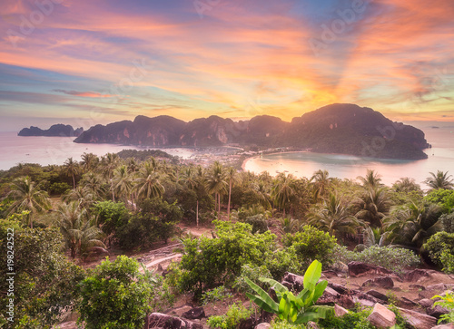 Платно Aerial view of Phi-phi island during purple sunset