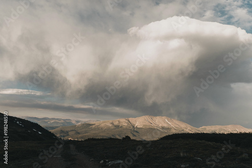 Foto op Plexiglas Hemel Majestic view of clouds over mountains