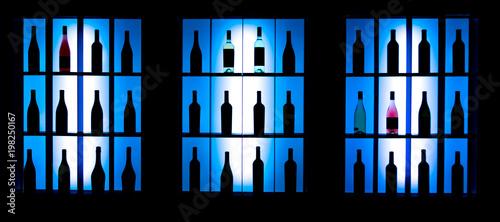 Poster de jardin Bar Вино на витрине в баре. Выставка