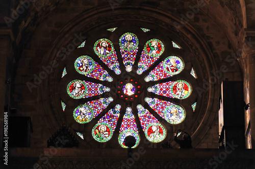 In de dag Stained Rosettenfenster, Sé Dom, Igreja de Santa Maria Maior, Sé Patriarcal de Lisboa, Kathedrale, Baubeginn 1147, Alfama Viertel, Lissabon, Lisboa, Portugal, Europa
