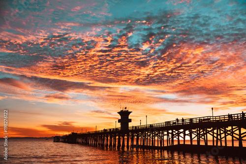 Foto op Plexiglas Zee zonsondergang Amazing Colorful Sunset Clouds
