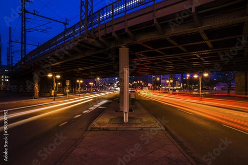 Longexposure Lighttrails in Berlin Fototapet