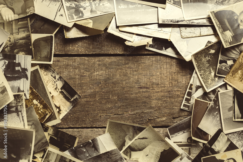 Fototapety, obrazy: old photos on the wooden table