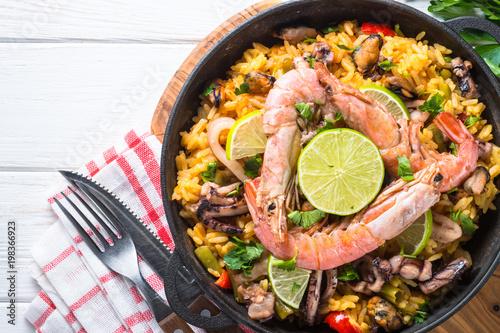 Staande foto Klaar gerecht Seafood paella. Traditional spanish dish, top view.