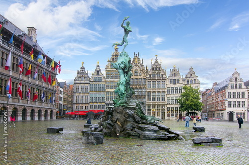 Foto op Plexiglas Antwerpen Brabo fountain on market square, center of Antwerp, Belgium