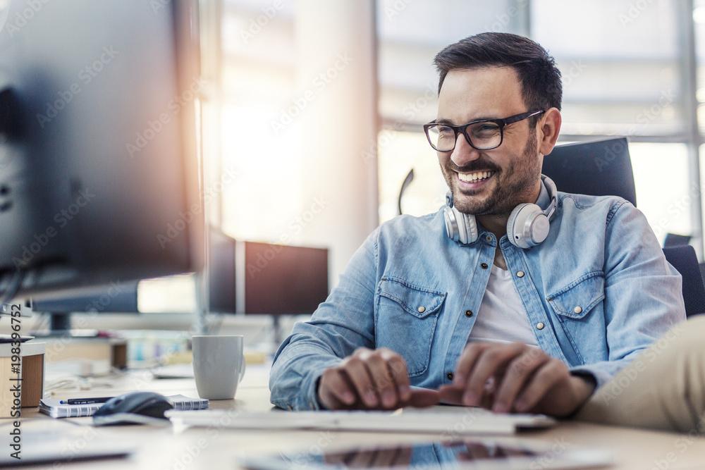 Fototapeta Happy programmer