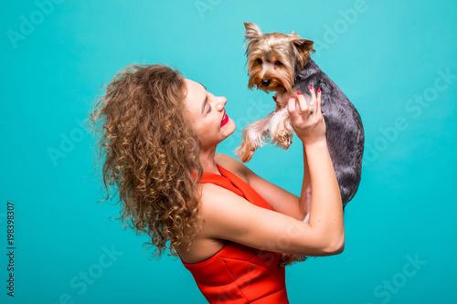 Photo  Girl with yorkie dog