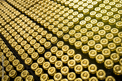 Fotografía Hundreds of brass ammo rounds lined together