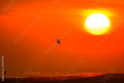 夕日を背景に未来へ挑戦するヘリコプター Helicopter to challenge the future against the background of the sunset