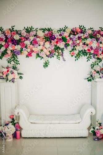 Foto op Plexiglas Tulp Studio decor with flowers in white. Wedding ceremony. Luxurious interior