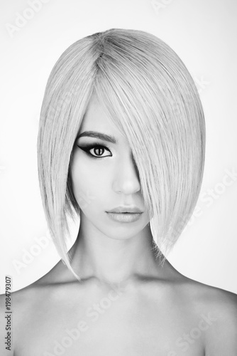 Staande foto womenART Lovely asian woman with blonde short hair