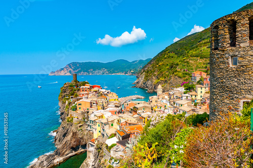 Foto op Plexiglas Liguria Scenic view of ocean and harbor in colorful village Vernazza, Cinque Terre, Italy
