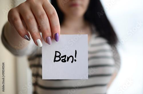 Fotografía  Young sad girl shows a white sticker