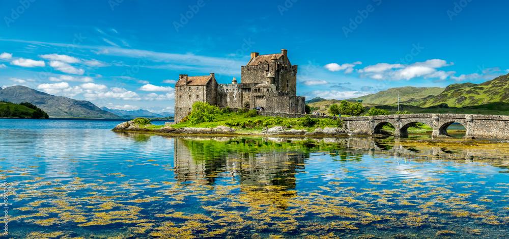 Fototapety, obrazy: Eilean Donan Castle during a warm summer day - Dornie, Scotland