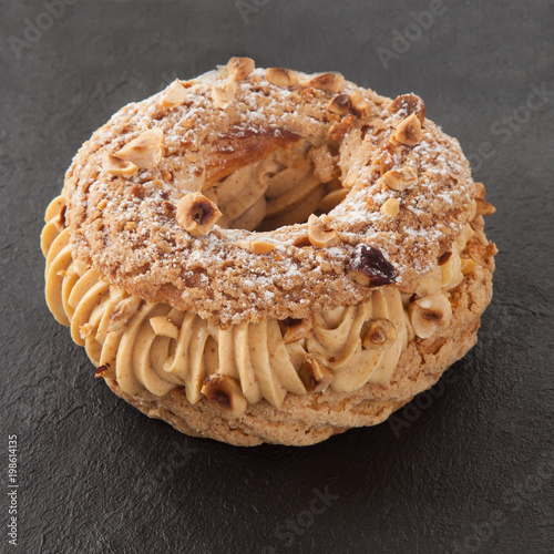 paris-brest french pastry on slate Fototapete