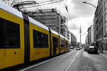 Gele Straßenbahn In Berlin Vo...