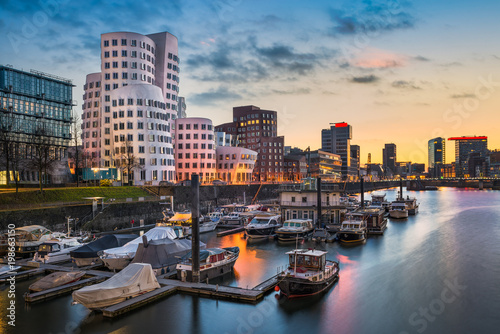 Foto auf Leinwand Europäische Regionen Medienhafen in Düsseldorf, Deutschland