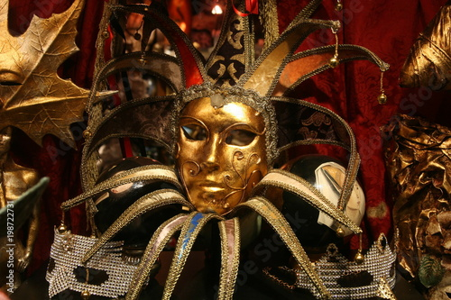 Tuinposter olly venetian carnival mask with gold colored decorations