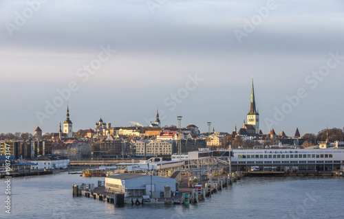 Foto op Plexiglas Noord Europa old city Tallinn from the Baltic Sea