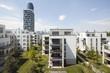 Leinwanddruck Bild - Stadtgärten am Henninger Turm in Frankfurt mit Skyline