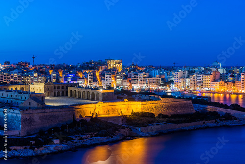 Foto op Plexiglas Bedehuis Panorama of Valletta and Fort Manoel, Malta