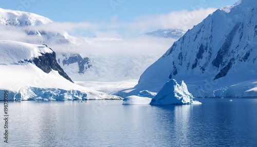 Staande foto Antarctica Beautiful Neumayer Channel, Antarctica. Snowcapped mountains, icebergs, calm waters and blue skies