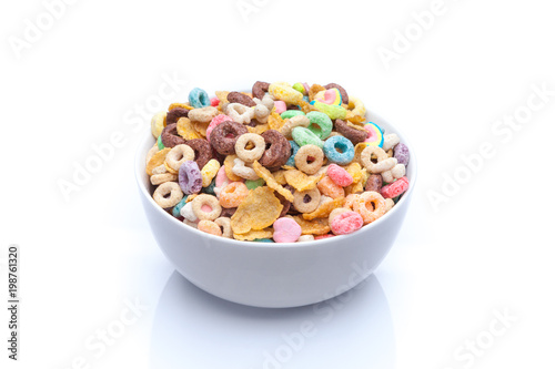 Fotomural Isolated bowl of mixed cereals and marshmallows on white background