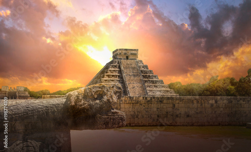 Foto op Canvas Mexico Mexico, Chichen Itza, Yucatn. Mayan pyramid of Kukulcan El Castillo at sunset