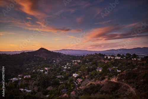 Fotomural hollywood hills at dusk with colorful sky