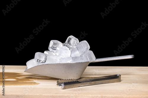 Photo  Ice melting in scoop