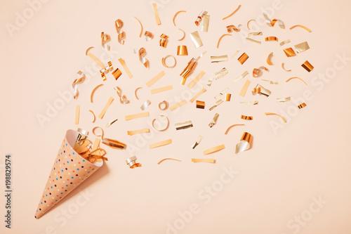 Obraz birthday hat with confetti on paper background - fototapety do salonu
