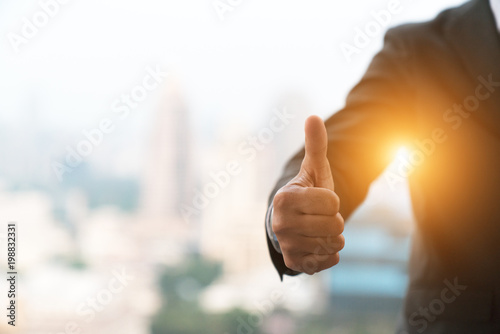 Fotografía  good hand, good job , man show thump up for agreement sign with success business concept