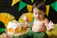Crush Cake Party In Yellow And Green Colors For Baby One Year Old