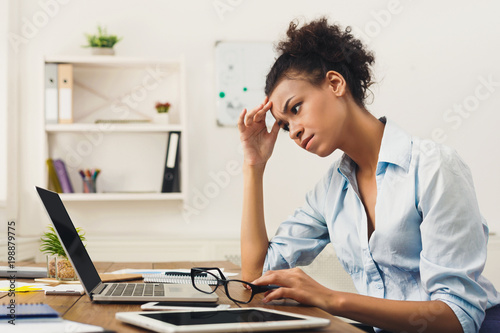 Vászonkép Frustrated business woman with headache at office
