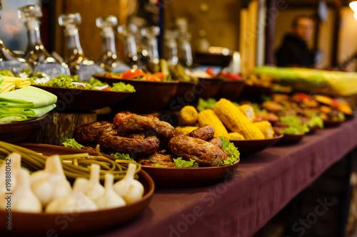 In de dag Bangkok Steak with grilled potato corn salad and red wine closeup