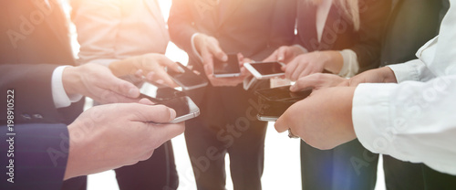 Papiers peints Akt close-up of smartphones in the hands of business youth