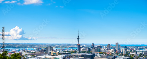 Photo Panorama, Landscape of Auckland City, New Zealand with the sea, tower, blue sky and cloud