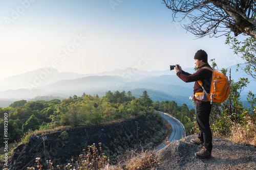 Poster Kaki Thai Asian Man traveler take photo view mountain of doi inthanon national park with mirrorless camera