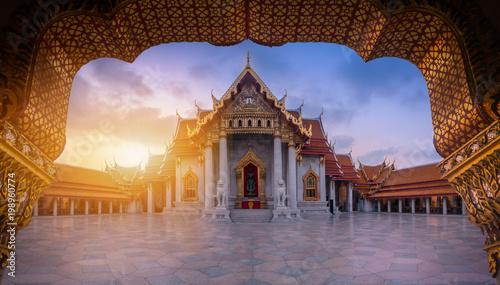 Foto op Plexiglas Bedehuis The Marble Temple, Wat Benchamabopitr Dusitvanaram at sunrise in Bangkok, Thailand.