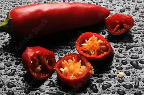 In de dag Hot chili peppers Capsicum トウガラシ属 고추속 فليفلة Papryka 辣椒属 Peperoncino Chili Spanskpepparsläktet Paprika Biezzu Pimientos rojos