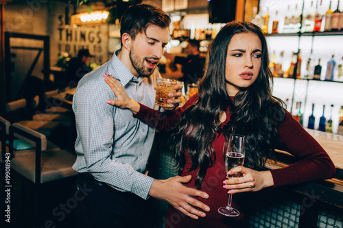 Fotografering  Very drunk man want to meet with beautiful girl