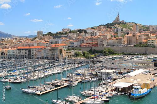 Tuinposter Schip Le pittoresque vieux port de Marseille, France