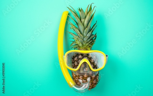 Fotografia  Pineapple in a snorkeling mask