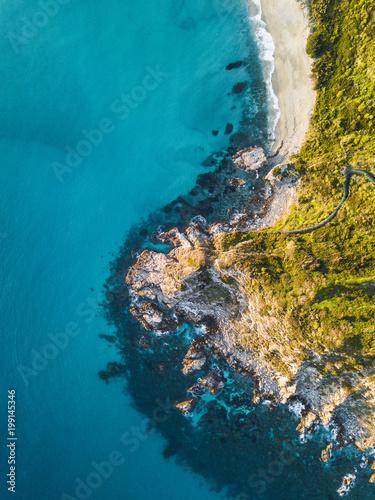 Deurstickers Kust Costa vista aerea con scogliera a Capo Vaticano in Calabria