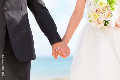 結婚式の二人の手 Billede på lærred