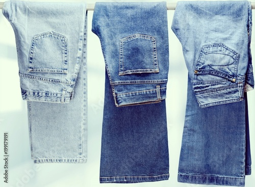Fotografia  Three pair of different jeans hanging