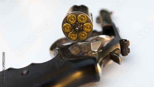 Fotografia revolver avec barillet ouvert