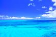 canvas print picture 真夏の宮古島・下地空港の誘導灯のある海